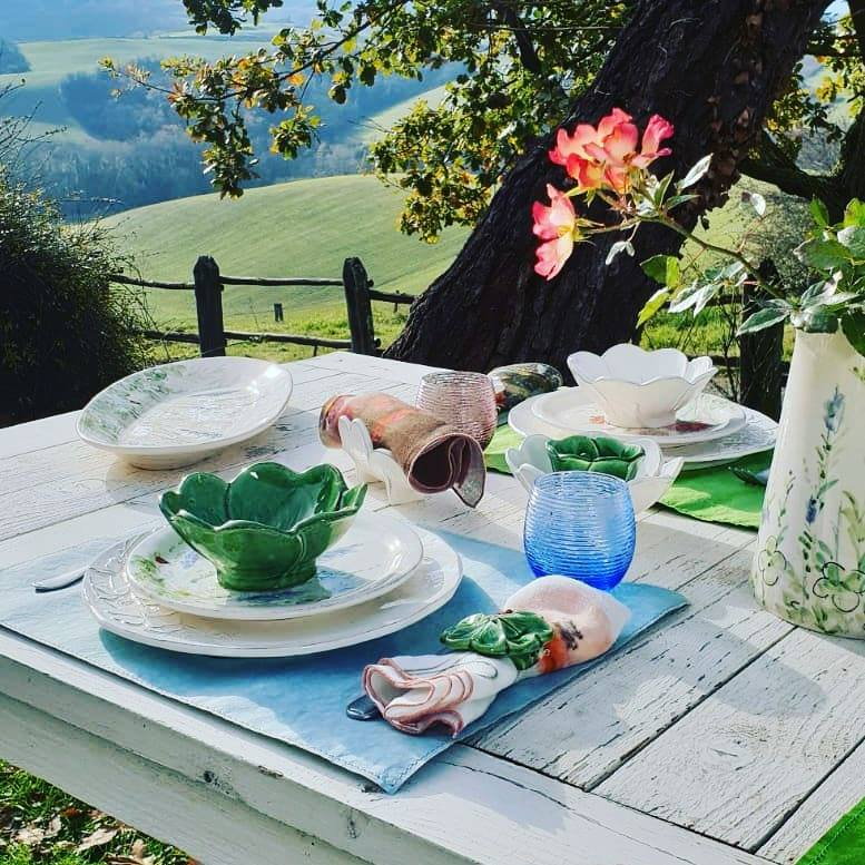 tavola apparecchiata prato fiorito Virginia Casa
