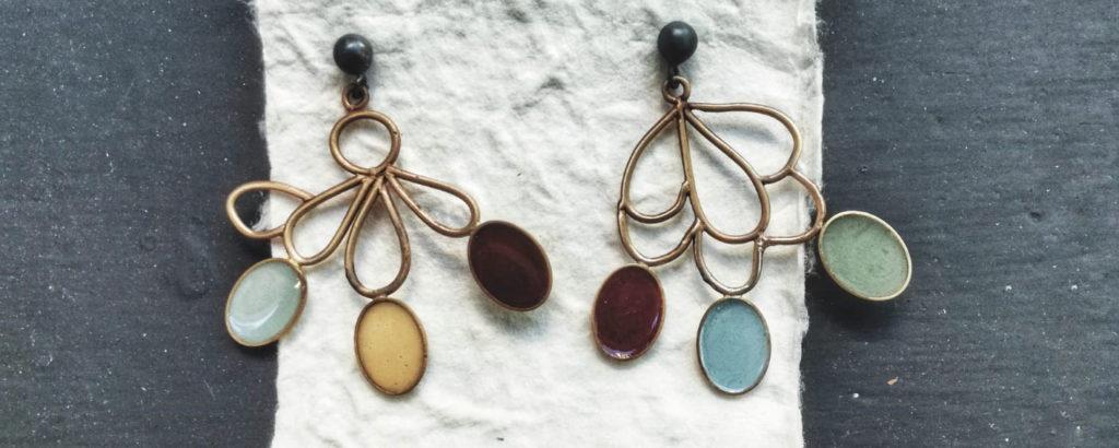 orecchini da donna pendenti con smalto e pietre