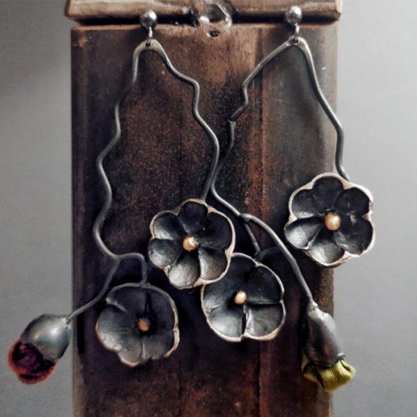 orecchini da donna a formadi pinata rampicante con fiori
