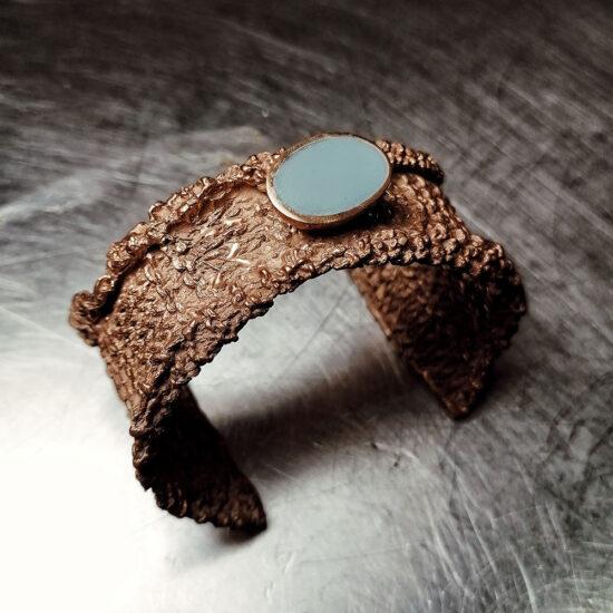 bracciale in ottone con pietra dura azzurra
